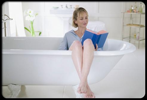 Ngâm hậu môn bằng nước ấm làm giảm đau bệnh trĩ nội nhanh chóng