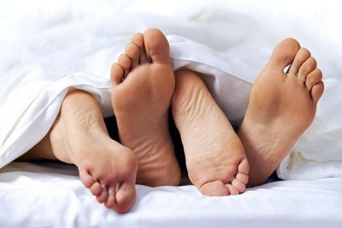Quan hệ tình dục bằng đường hậu môn gây nứt kẽ