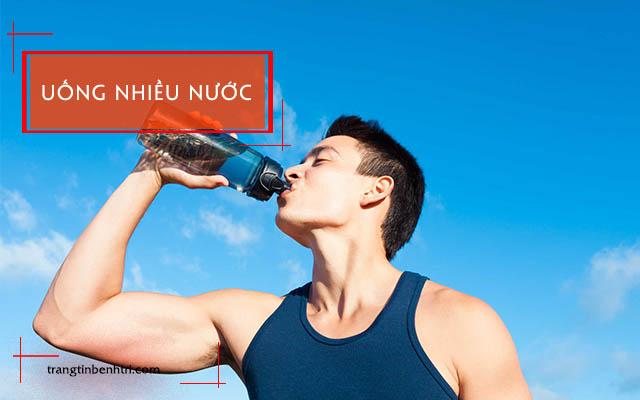 uống nhiều nước điều trị bệnh trĩ
