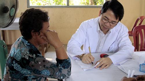 Sau khi thăm khám, bác sĩ sẽ định giá cụ thể về chi phí chữa khỏi bệnh trĩ
