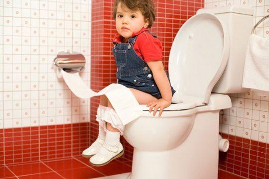 Quan sát và nhận biết sớm triệu chứng táo bón ở trẻ để khắc phục