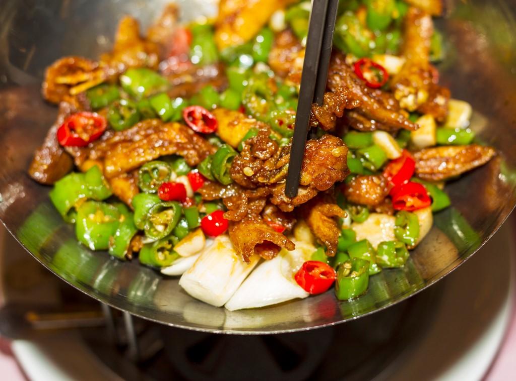 Triệu chứng bệnh trĩ trầm trọng khi ăn thức ăn cay nóng