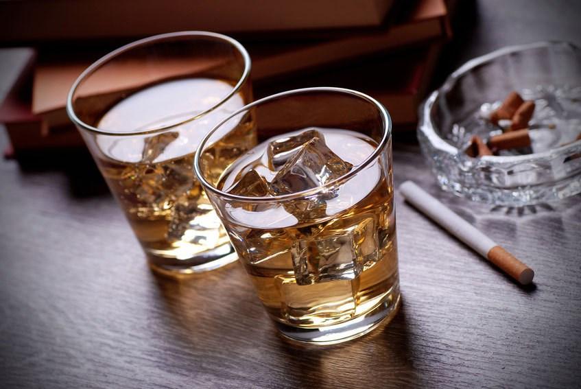 Rượu bia, thuốc lá,... không tốt cho người mắc bệnh trĩ