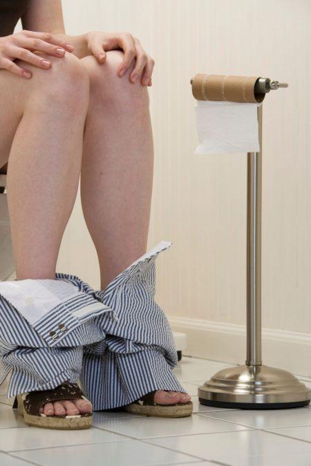 Nên tập thói quen đại tiện hàng ngày và vệ sinh hậu môn sạch sẽ đúng cách