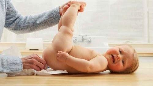 Trẻ nhỏ có sức đề kháng kém cũng là đối tượng dễ mắc bệnh rò hậu môn