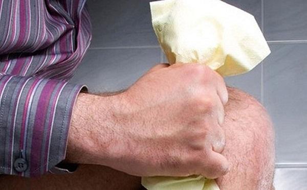 Rặn mạnh dễ gây ra bệnh trĩ và khiến bệnh nặng hơn
