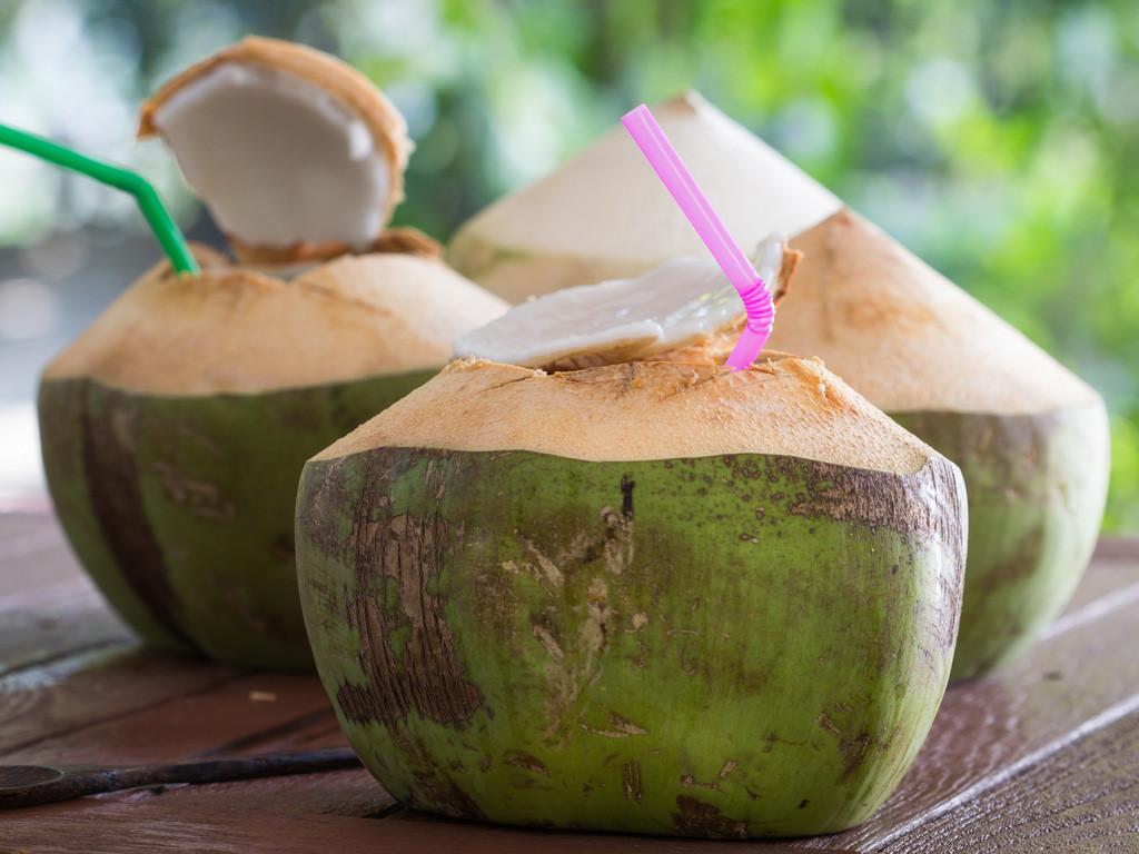 Có nên uống nước dừa khi mắc bệnh trĩ?