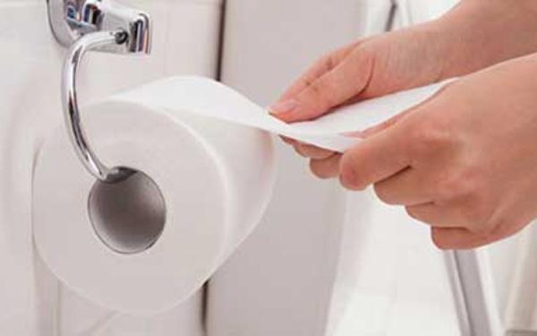 Giấy vệ sinh mền, sạch giúp giảm đau rát hậu môn
