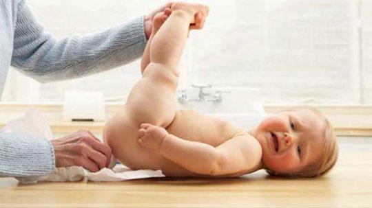 Ngứa hậu môn khiến trẻ quấy khóc liên tục. Làm sao để chữa?