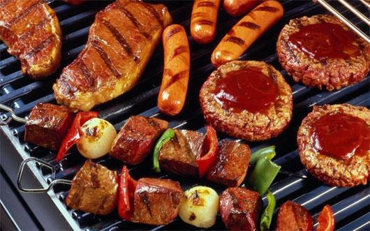 Thức ăn chứa nhiều gia vị cay nóng cần kiêng sau mổ trĩ