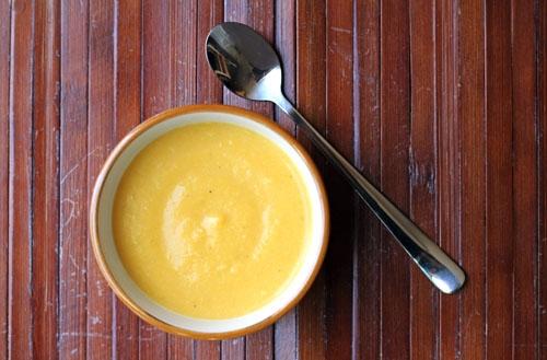 Loại bỏ triệu chứng táo bón ở trẻ đơn giản với món bí đỏ nấu sữa bột