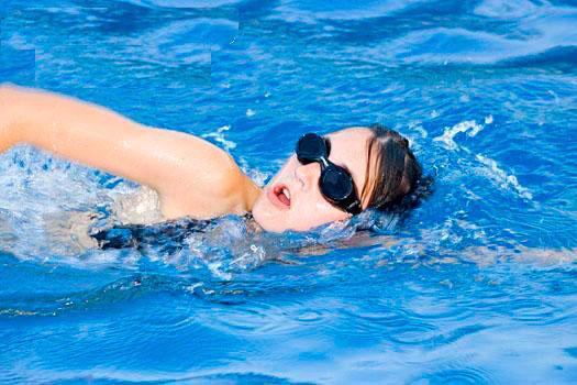 Tránh vận động mạnh, đặc biệt là bơi lội sau cắt trĩ