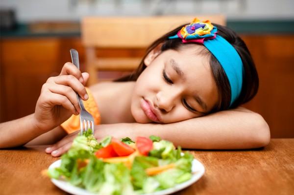 Lười ăn rau xanh, uống nước - là thói quen xấu sinh ra bệnh trĩ ở trẻ em