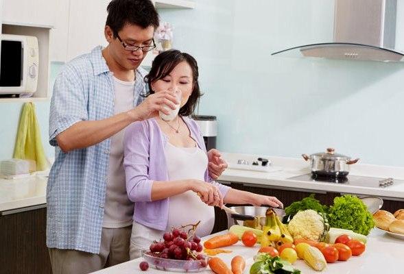Chế độ ăn uống nếu thiếu hụt chất xơ và lượng nước thì thai phụ rất dễ bị táo bón