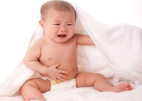 Xuất hiện u nhọt sưng đau, chảy dịch mủ, trẻ quấy khóc liên tục,... là dấu hiệu sớm bệnh rò hậu môn