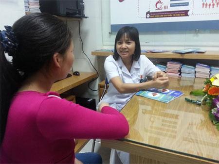 Bác sĩ hỏi chi tiết về các vấn đề liên quan để chẩn bệnh ban đầu