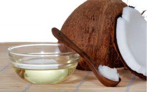 Dùng dầu dừa bôi lên búi trĩ hoặc dùng làm gia vị chế biến món ăn đều chữa trĩ hiệu quả