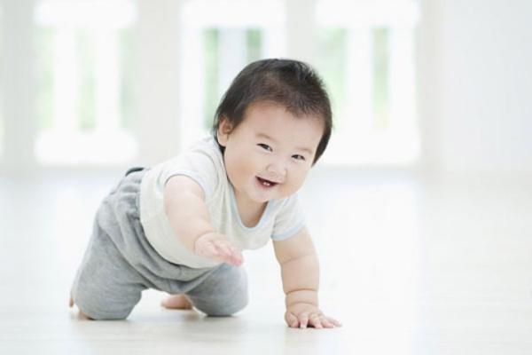 Tăng cường vận động cũng là cách để đẩy lùi chứng táo bón cho trẻ