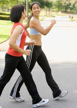 Đi bộ là bài thể dục phù hợp và hiệu quả cho người bị bệnh trĩ