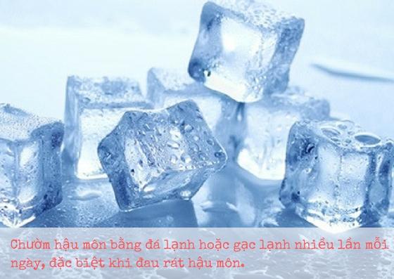 Chườm đá lạnh giúp giảm đau cho bệnh trĩ sau sinh