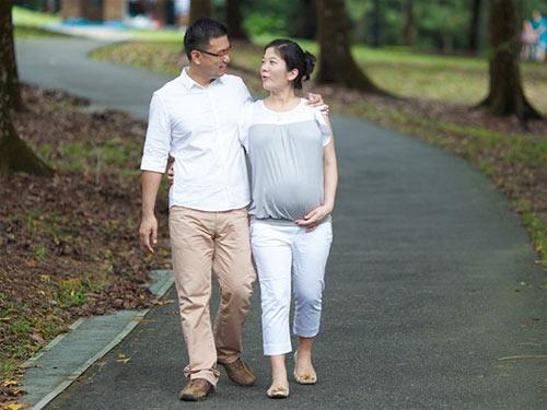 Đi bộ hàng ngày giúp sinh nở dễ dàng hơn, lại ngừa táo bón hiệu quả