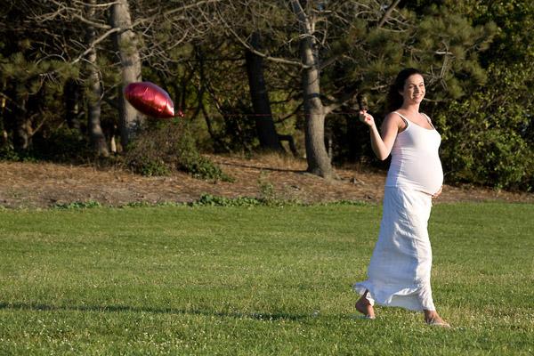 Vận động nhẹ nhàng cũng giúp triệu chứng bệnh táo bón ở thai phụ được khắc phục