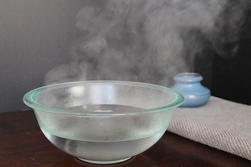 Bị bệnh trĩ có nên ngâm nước muối để chữa trị, giảm đau?