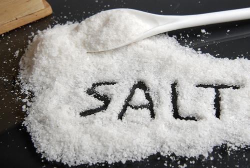 Sử dụng nước muối trị bệnh trĩ nên không?