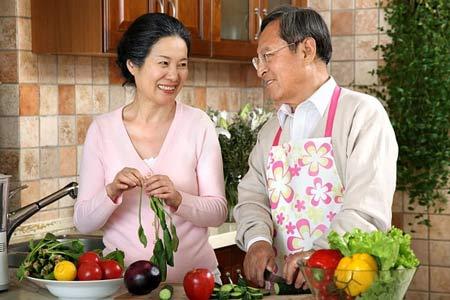 Táo bón ở người già - Cần quan tâm hơn đến chế độ ăn uống và sinh hoạt