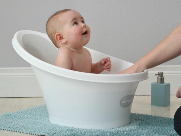Cho trẻ tắm bằng nước ấm cũng kích thích việc đi tiêu dễ dàng hơn