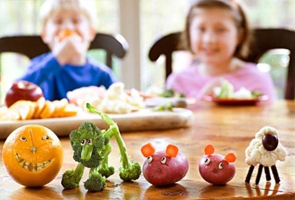 Trẻ bị táo bón? Hãy thử thay đổi chế độ ăn uống xem sao