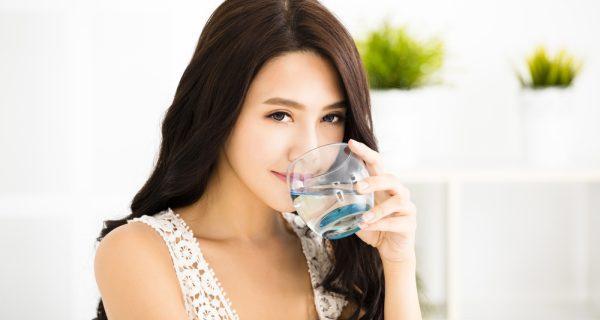 Cung cấp đủ nước cho cơ thể -Cách khắc phục táo bón khi mang thai 3 tháng đầu