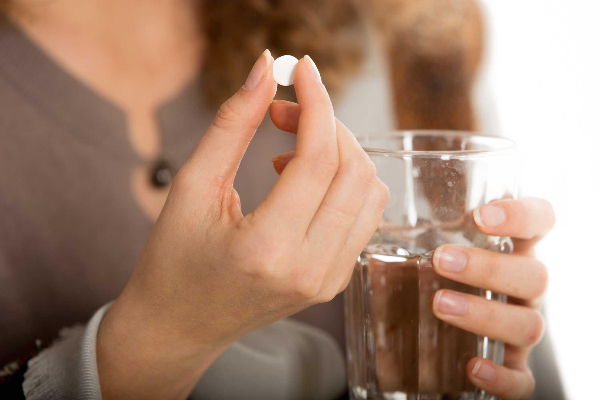 Khi bị đi ngoài ra máu tươi nên uống thuốc gì?