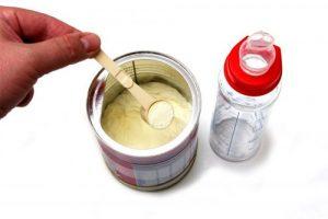 Sữa công thức cũng khiến trẻ sơ sinh bị táo bón