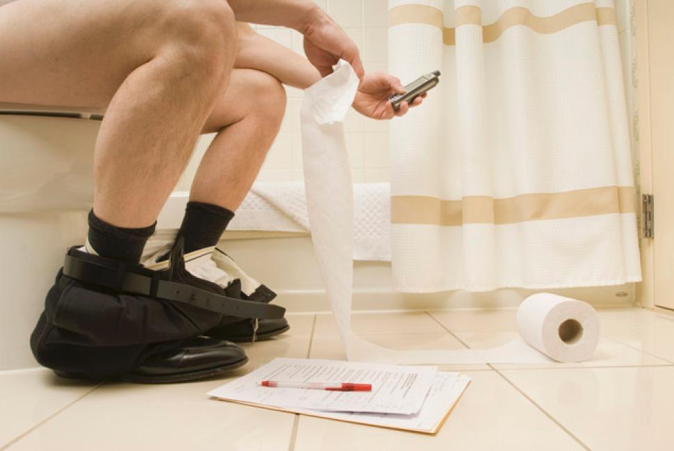 táo bón- nguyên nhân gây đau rát hậu môn khi đi vệ sinh