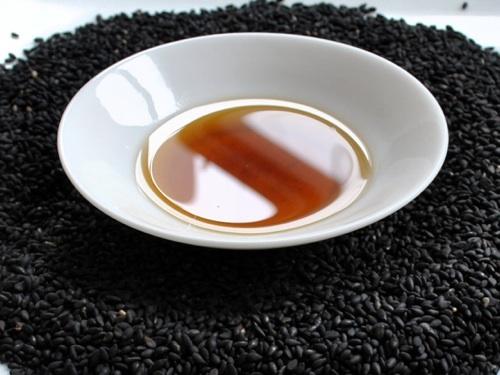 Chữa táo bón bằng mè đen mật ong