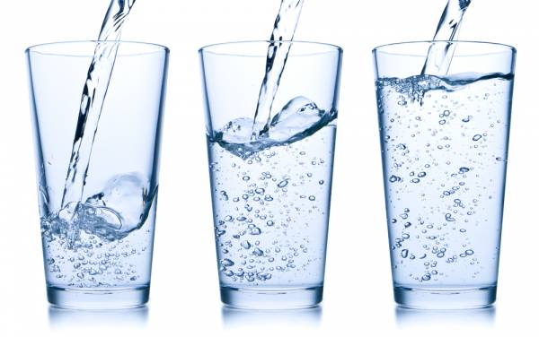 Uống nước-cách phòng ngừa bệnh trĩ tại nhà