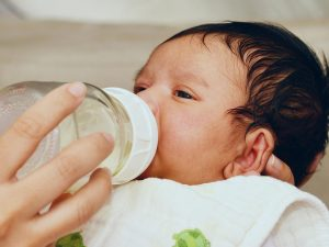 Cách trị táo bón cho trẻ sơ sinh