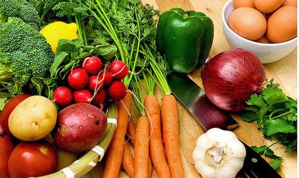 Bà bầu bị táo bón nặng nên ăn nhiều rau củ