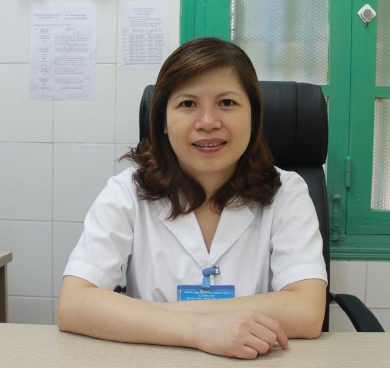 Bác sĩ nữ khám bệnh trĩ 1