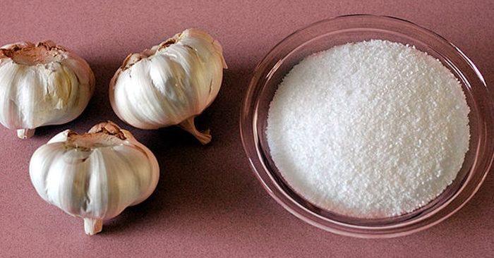 Chữa ngứa hậu môn bằng tỏi và muối